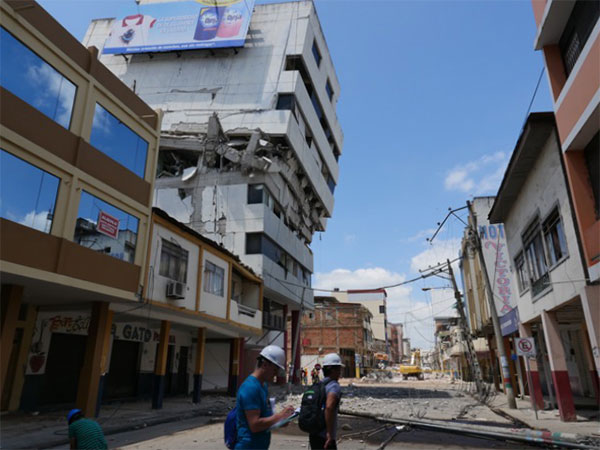 Ecuador Earthquake - Badly damaged building needs to come down.